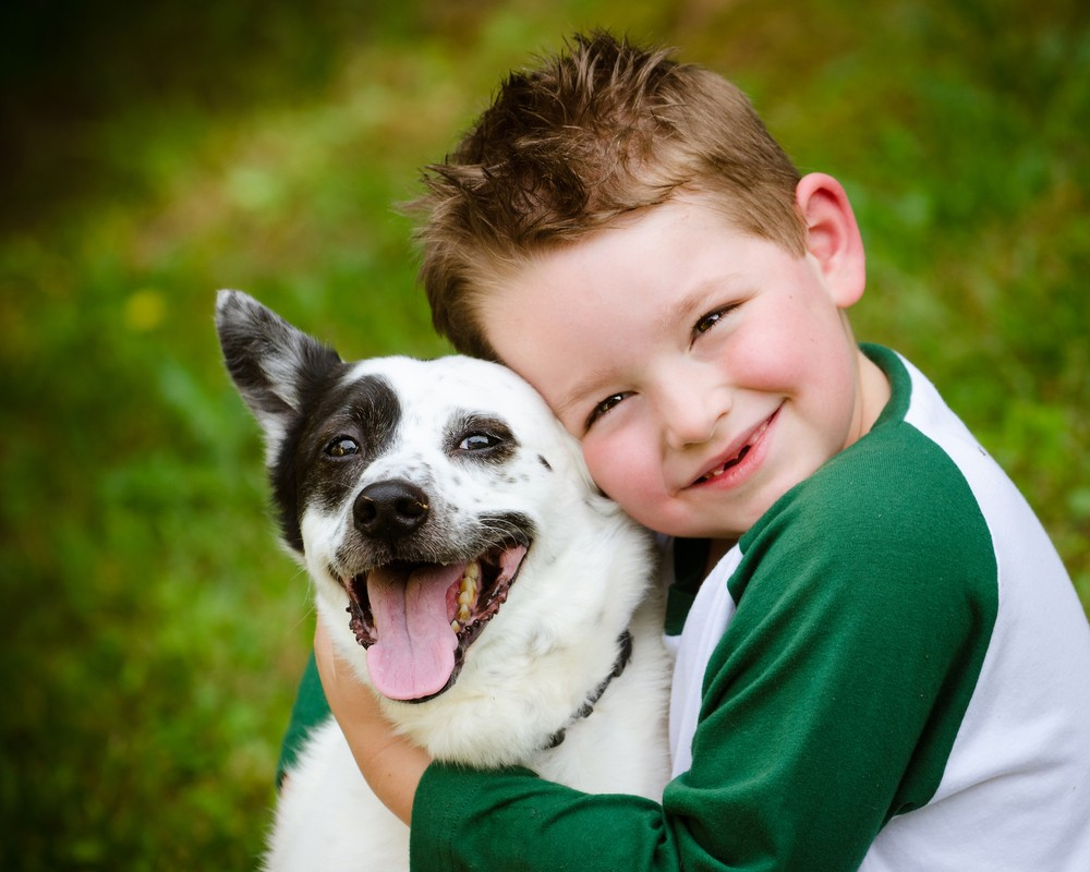 1437575583_dog-portrait-with-kid.jpg