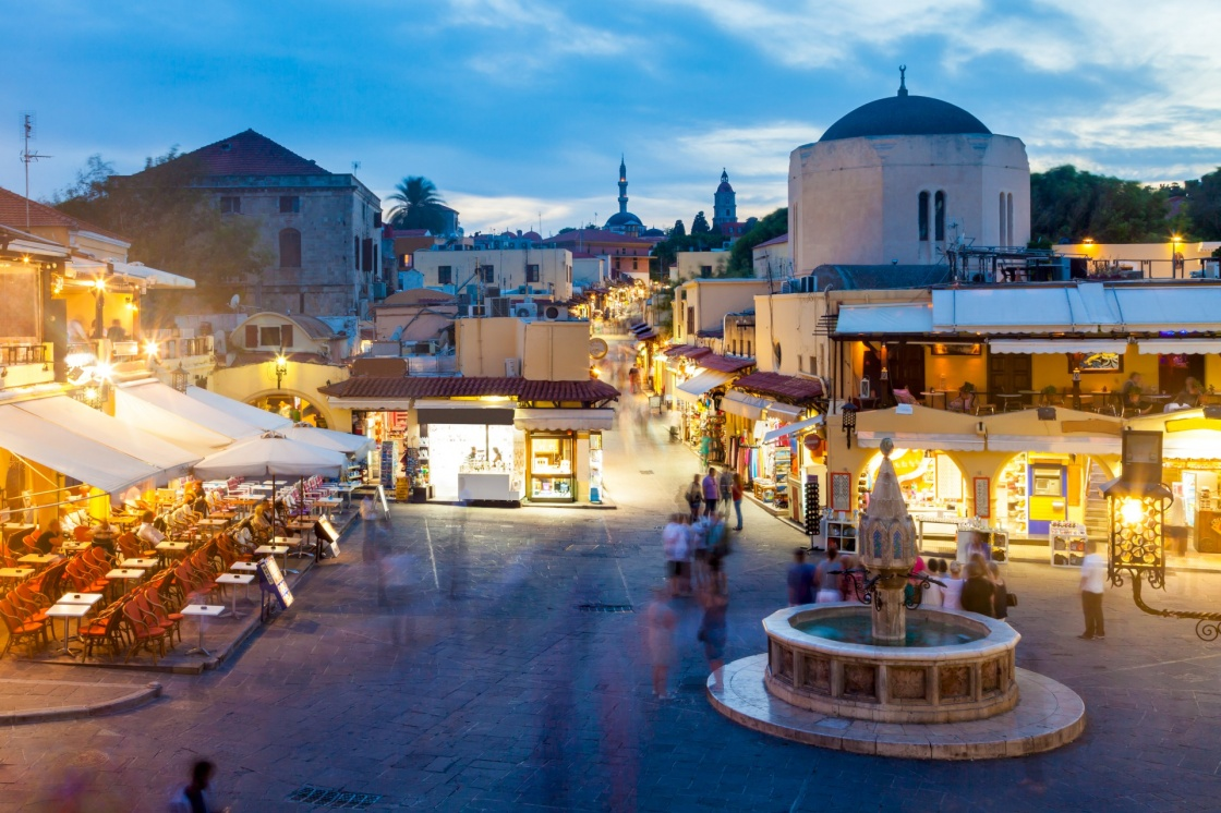 dostoprimеchatеlxnosti-o-rodos-hippocrates-square-in-the-historic-old-town-of-rhodes-greece-112-4b3a.jpg